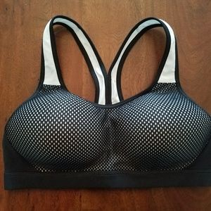 BRAND NEW (w/out tags) Champion Sports Bra (M)